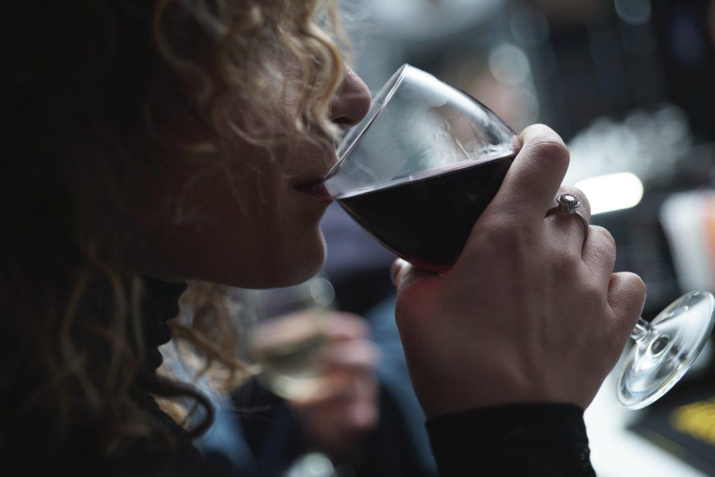 Cómo detectar un vino defectuoso